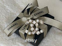 Timeless Classic Chanel CC Logo Gold Crystal Pearl Small Brooch