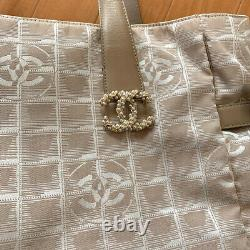 Unused Authentic Chanel CC logo Brooch Pin Pearl Complimentary gift