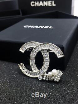 @@chanel CC Logo Large Crystals Brooch Pin Classic Style 18k White Gold Pearls@@